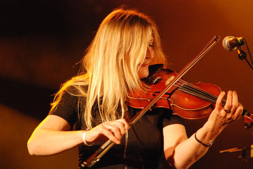 Mairéad Ní Mhaonaigh playing fiddle
